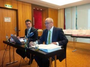 Stephan Seidel, Geschäftsführer von Clarins und VKE-Präsident (r.), VKE-Geschäftsführer Martin Ruppmann (l.)