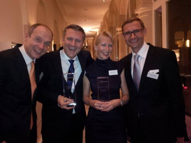 Management-Sieger-Team Kanzlei Glade Michel Wirtz beim PMN-Award (v.l.n.r.: Glade, Markgraf, Jessica Crusius, Wirtz)