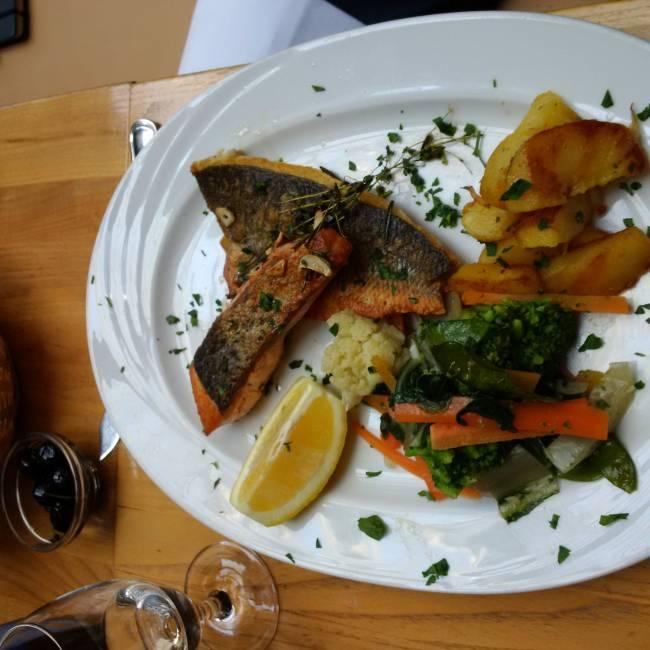 Lachs mit Thunfisch mit xy im Casa Luigi