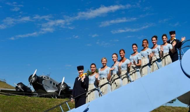 Deutsche Lufthansa mit Trachten-Crew