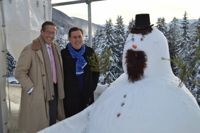 WEF 2016 in Davos: CNN-Moderatoren Richard Quest (l.) und x Defterios