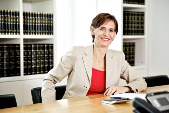 Nahaufnahme Interview mit Insolvenzrechtlerin Bettina Breitenbücher